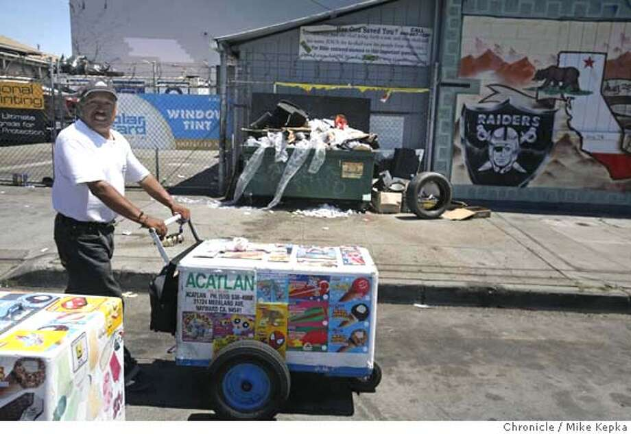 garbage2500000035.JPG Esteban Venya pushes his cart past an overflowing dumpster on 51st and International in Oakland, Venya says he has seen more and more trash in the neighborhood since he began selling ice cream there a month ago. 7/24/07. Mike Kepka / The Chronicle Esteban Venya (cq) MANDATORY CREDIT FOR PHOTOG AND SF CHRONICLE/NO SALES-MAGS OUT Photo: Mike Kepka