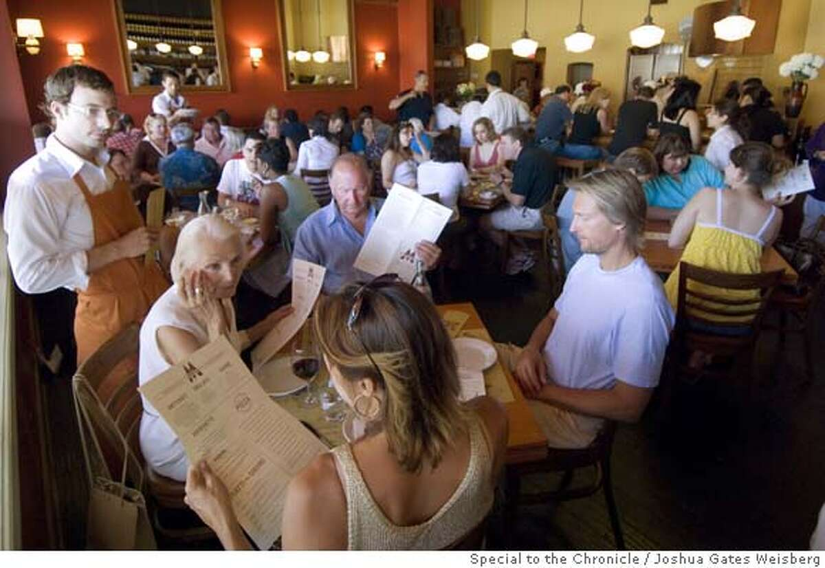43298 - LA_RESTAURANTS25 - Patrons in the main dining area of Pizzeria Mozza in Hollywood, California on July 14, 2007. By JOSHUA GATES WEISBERG/SPECIAL TO THE CHRONICLE