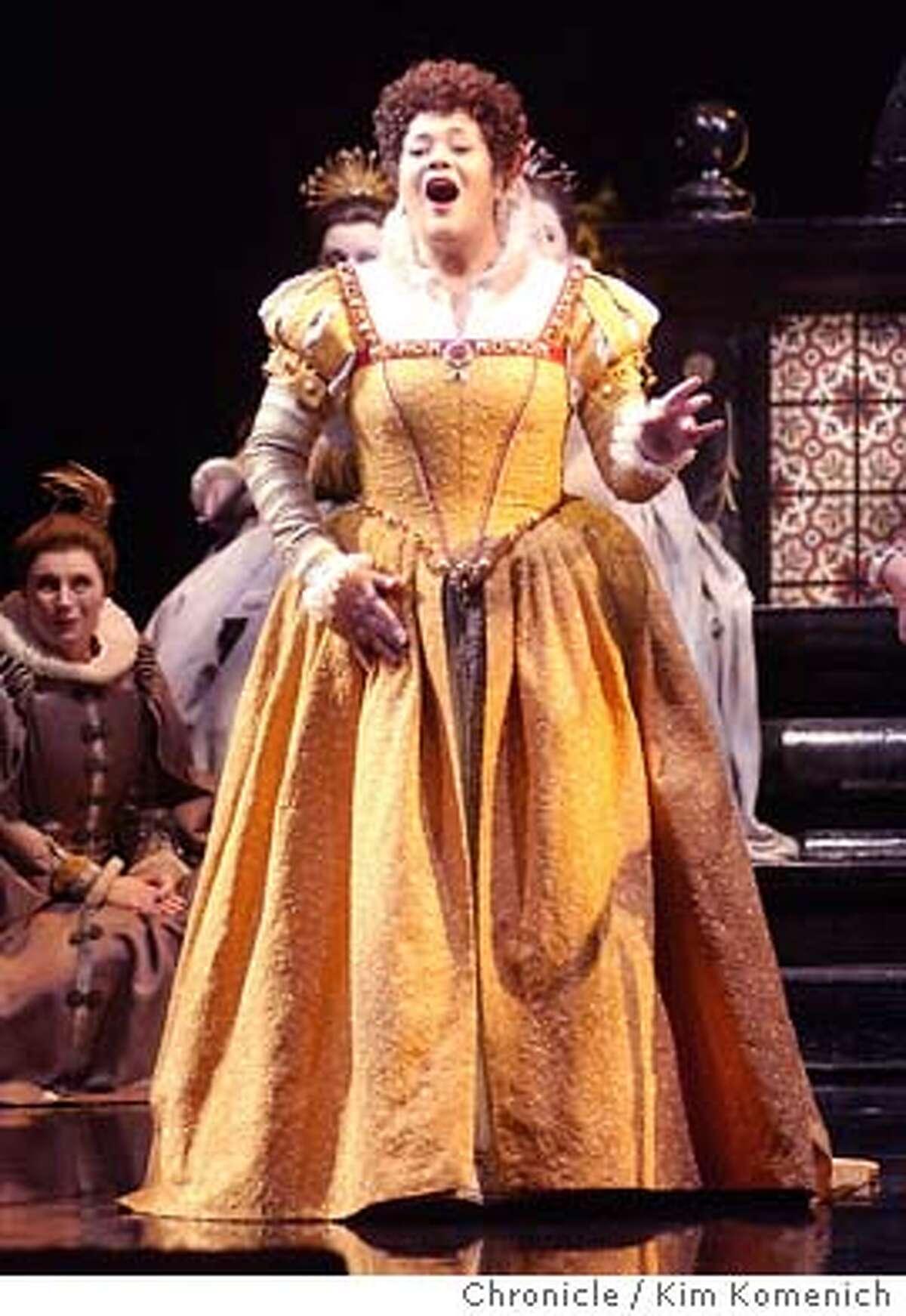 "10/23/03 in San Francisco. The San Francisco Opera preforms Verdi's ""Don Carlos."" Princesse Eboli (Violeta Urmana) sings. KIM KOMENICH / The Chronicle"