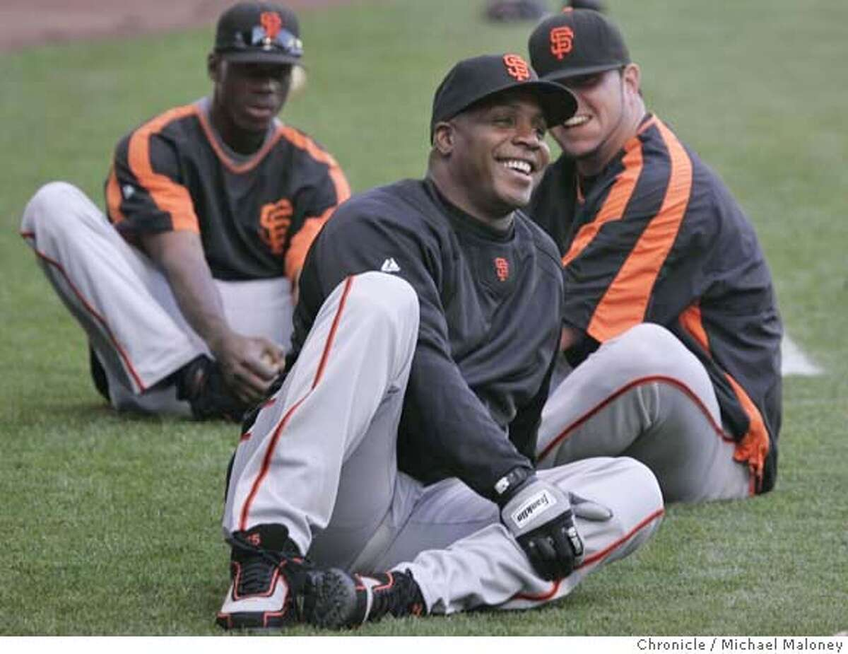 Barry Bonds was loose and smiling as he stretched prior to the game. The Milwaukee Brewers host the San Francisco Giants at Miller Park in Milwaukee, WI. Photo taken on 7/20/07 Photo by Michael Maloney / San Francisco Chronicle ***roster/code replacement