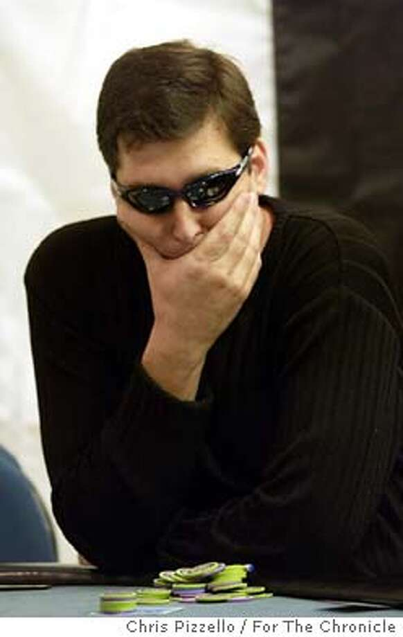 10/27/03 | B/W | 3star | 7p2 x 2i | D5 | Datebook | mh x7005 | POKER27 SD-2 (Phil Hellmuth Jr.) Photo: CHRIS PIZZELLO