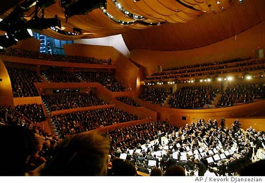 Los Angeles Philharmonic Music Director Esa-Pekka Salonen leads the orchestra during a grand opening concert gala at the new Walt Disney Concert Hall in Los Angeles, Thursday, Oct. 23, 2003. (AP Photo/Kevork Djansezian) Photo: KEVORK DJANSEZIAN