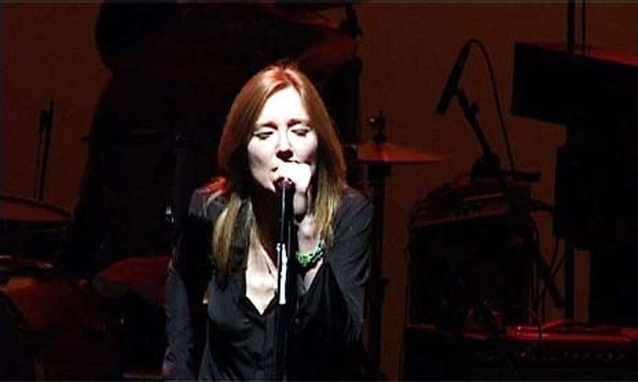 Portishead singer emotes with an uneasy grace - SFGate