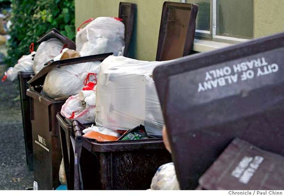 Garbage continues to pile up at an apartment building at 1020 Washington Street in Albany, Calif. on Wednesday, July 18, 2007 as the labor dispute between Waste Management and union workers drags on.  PAUL CHINN/The Chronicle MANDATORY CREDIT FOR PHOTOGRAPHER AND S.F. CHRONICLE/NO SALES - MAGS OUT Photo: PAUL CHINN