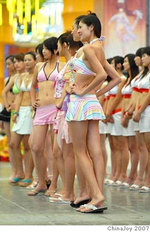 dead-or-alive-online-babes-kasumi-ayane-hitomi01.jpeg (image/jpeg) 83kb  credit: ChinaJoy 2007