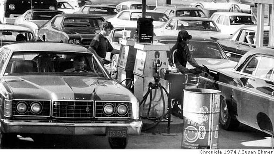 Gas line-up at Standard Station at Embarcadero and Bay on Feb. 1, 1974. Photo: Susan Ehmer / The Chronicle 1974