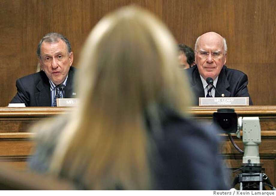 Senator Arlen Specter (R-PA) (L), the ranking Republican of the Senate Judiciary Committee, and committee chairman Sen. Pat Leahy (D-VT) listen to the testimony from former White House aide Sara Taylor during a hearing about the controversy over the firing of nine U.S. attorneys last year on Capitol Hill in Washington July 11, 2007. REUTERS/Kevin Lamarque (UNITED STATES) 0 Photo: KEVIN LAMARQUE