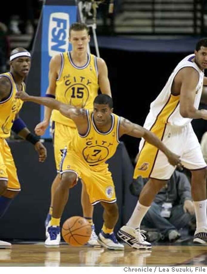 warriors_685_ls.JPG  #7 Kelenna Azubuike tries to chase down the ball in the fourth quarter.  Golden State Warriors Vs. L.A. Lakers at Oracle Arena in Oakland on Feb. 25, 2007. Photo taken on 2/25/07, in Oakland, CA. Photo by Lea Suzuki/ The San Francisco Chronicle (themselves)cq  Ran on: 07-14-2007  Kelenna Azubuike was the D-league's leading scorer before being called up by the Warriors. Photo: Lea Suzuki