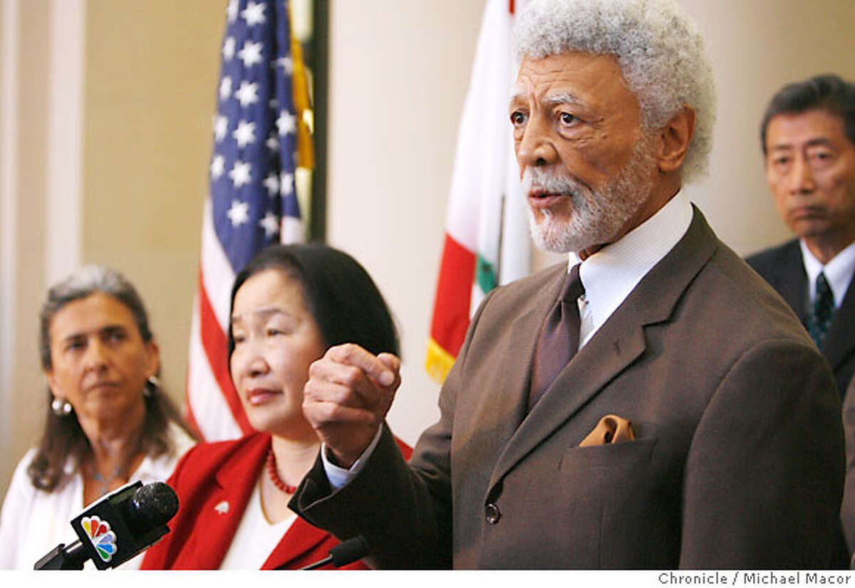 Oakland Mayor Ron Dellums is joined by Council Members, Nancy Nadel, Jean Quan and Henry Chang to announce the injuction files against Waste Management. Waste Managements lockout of it's workers continues in Oakland as trash begins to pile up throughout the City of Oakland. Oakland Mayor Ron Dellums and City Attorney John Russo turn up the political heat on Waste Management Inc. to end its lockout of Teamsters drivers, going to court to force the firm to make regular pickups per its contract. Photographed in, Oakland, Ca, on 7/12/07. Photo by: Michael Macor/ The Chronicle