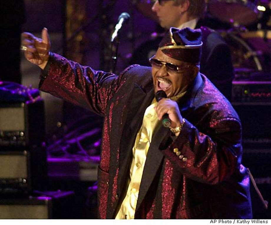 BURKE24-C-21OCT02-DD-AP --- Solomon Burke, one of the pioneers of soul music, performs on stage after his induction at the16th Annual Rock and Roll Hall of Fame Induction Dinner Monday, March 19, 2001, in New York. (AP Photo/Kathy Willens)