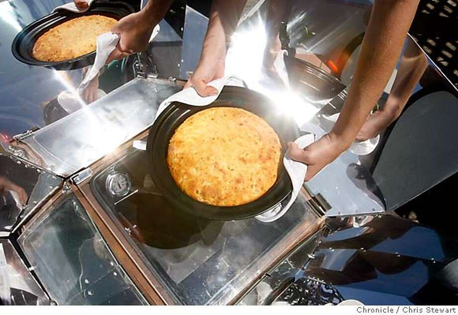 SOLAR11_0150_cs.jpg Event on 6/20/07 in San Francisco.  Cornbread hot out of a solar oven. Photographed June 20, 2007.  Chris Stewart / San Francisco Chronicle MANDATORY CREDIT FOR PHOTOG AND SF CHRONICLE/NO SALES-MAGS OUT Photo: Chris Stewart