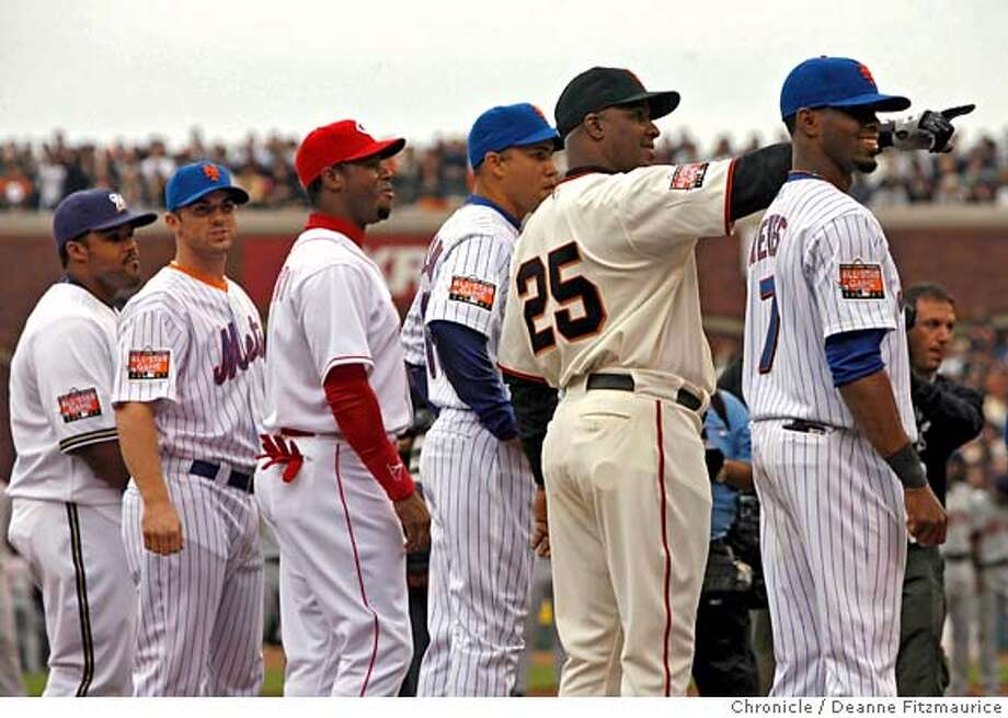 ALLSTAR11_df_013.JPG  Barry Bonds stands amongst the National League starters during the call of the starting lineup.  78th Annual All-Star Game at AT&T Park in San Francisco, CA, on Tuesday, July, 10 2007. photo taken: 07/10/2007  Deanne Fitzmaurice / The Chronicle ** (cq) Photo: Deanne Fitzmaurice