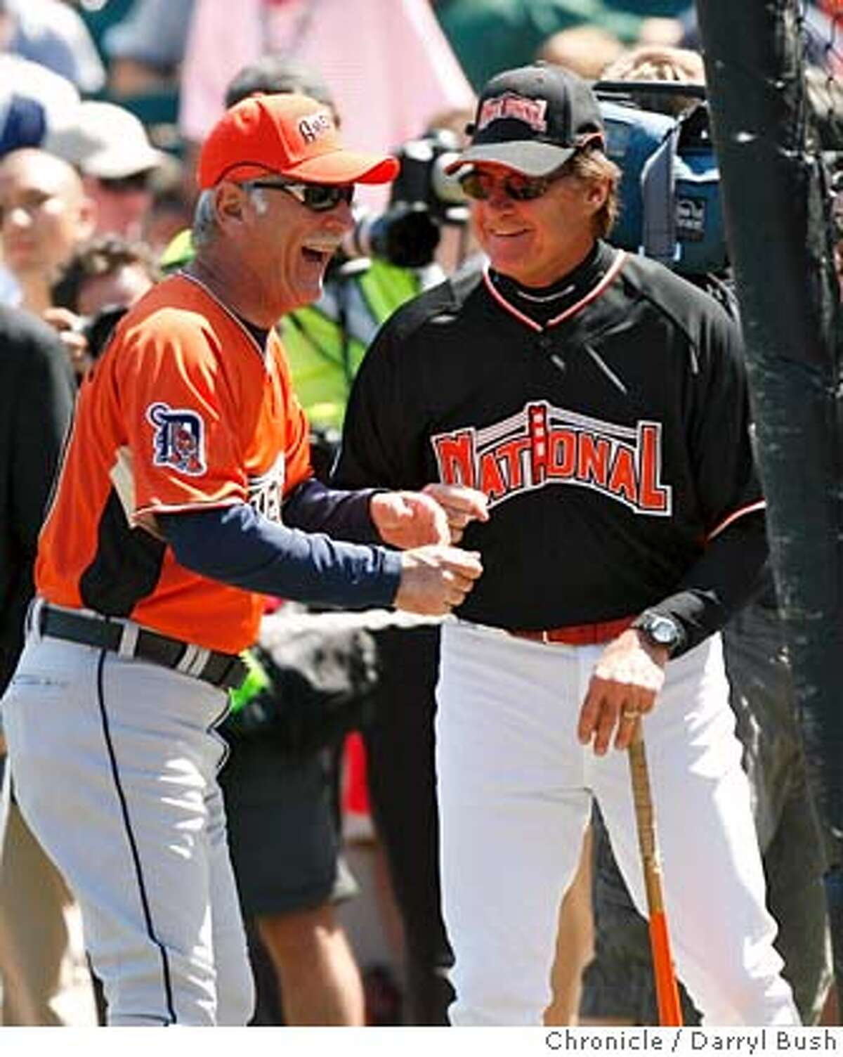 allstar_homerun_0006_db.JPG American League manager Jim Leyland and National League manager Tony La Russa chat during National League Team's batting practice in preparation for Tuesday's All-Star Game, before the Home Run Derby at AT&T Park in San Francisco, CA, on Monday, July, 9, 2007. photo taken: 7/9/07 Darryl Bush / The Chronicle ** (cq) MANDATORY CREDIT FOR PHOTOG AND SF CHRONICLE/NO SALES-MAGS OUT
