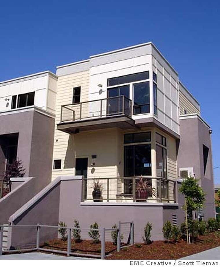 Exterior elevation of the Vantage, new townhomes in Palo Alto buit by Warmington homes. Photo: Scott Tiernan, EMC Creative