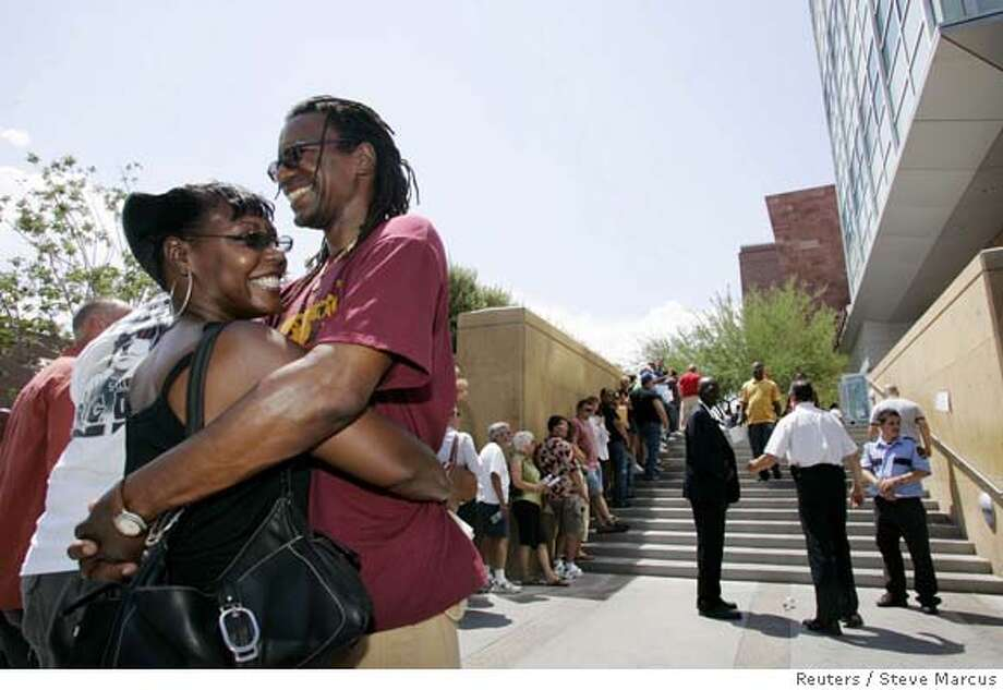 Paulette Harris and William Skinner of Tucson, Ariz. wait in line for a marriage license at the Clark County Marriage Bureau in Las Vegas, Nevada July 6, 2007. Thousands of couples are expected to get married on July 7, 2007 (7-7-07) - considered to be a lucky day. Waits at the bureau were reported to be as long as four to five hours with most of the wait outside in temperatures around 110 degrees Fahrenheit (43 degrees Celsius). REUTERS/Las Vegas Sun/Steve Marcus (UNITED STATES) Photo: STEVE MARCUS