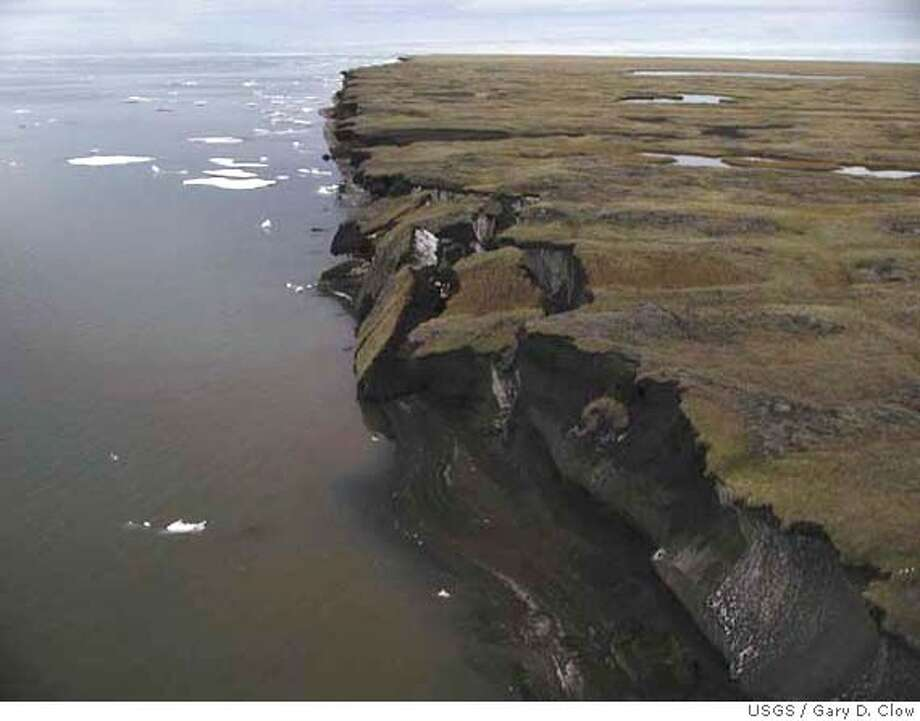 ALASKA05 Photo shows a cliff on Alkaska's North Slope that is crumbling into the sea because permafrost in the cliff has melted. Credit: Gary D. Clow,USGS. Photo: X
