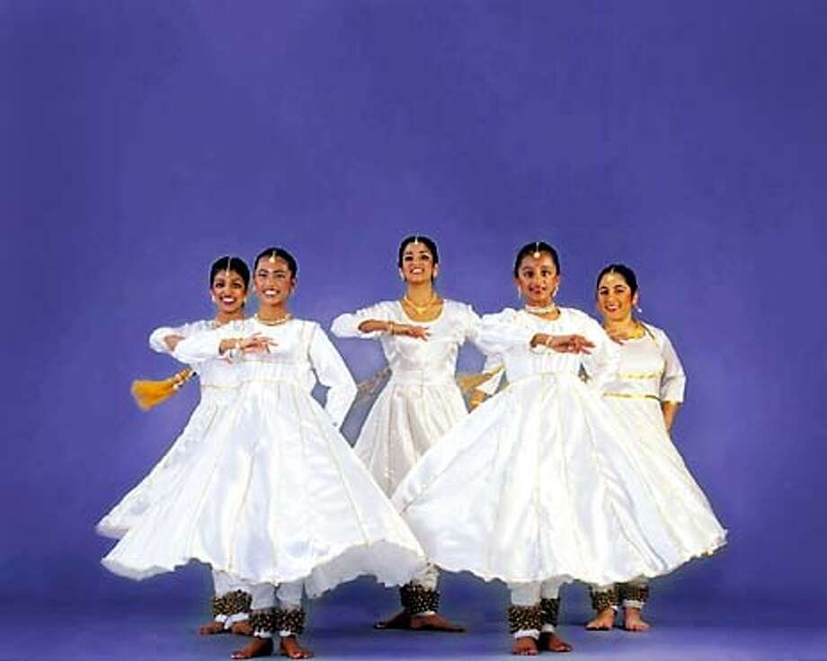For NBDISCOVER03, NB Friday ; The Chitresh Das Youth Dance Company will perform as part of the Bay Area Discovery Museum's celebration ; no credit or further caption info provided. for questions contact Dave Murphy in the Friday section ; 9/29/03 in . / HO