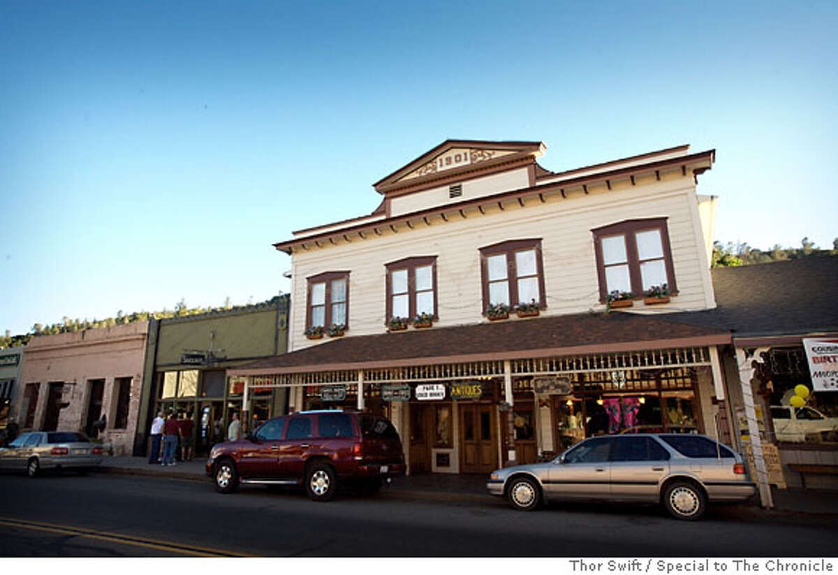The historic downtown in Mariposa, Calif., features antique shops, art galleries and a one-screen cinema. The 1854 courthouse is the oldest working superior court west of the Mississippi.