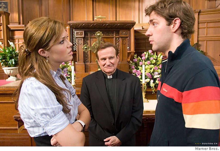 "Mandy Moore, Robin Williams and John Krasinski in ""License to Wed"" 2007 Photo: Warner Bros. 2007"