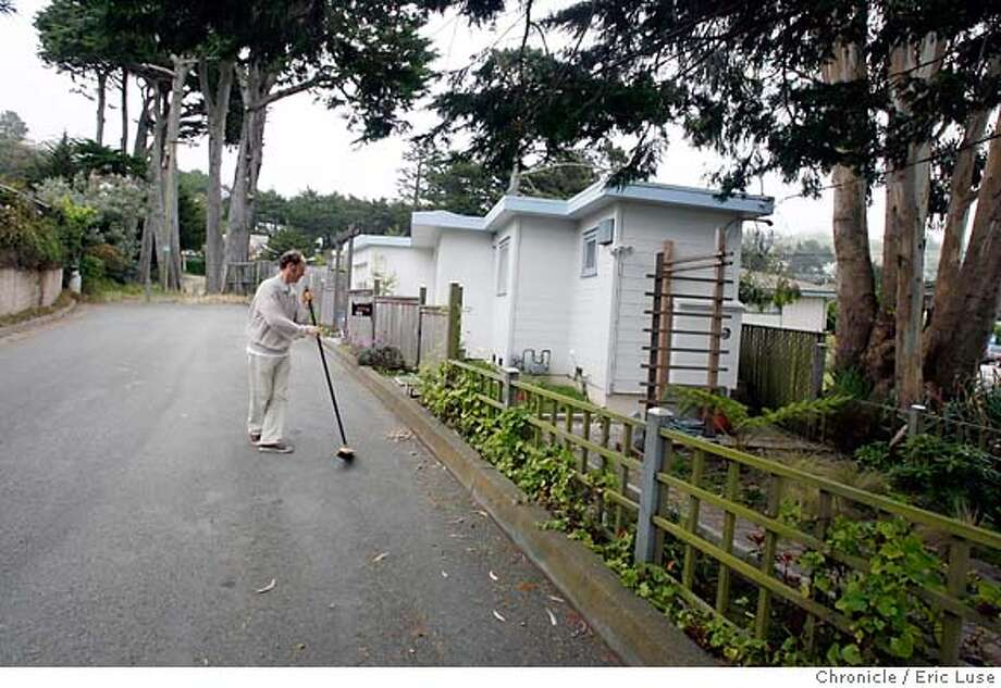 smallhousexx_027.JPG  Dirk Dieter's 210 square foot house in Pacifica.  Photographer:  Eric Luse / The Chronicle names (cq) from source  Dirk Dieter Photo: Eric Luse