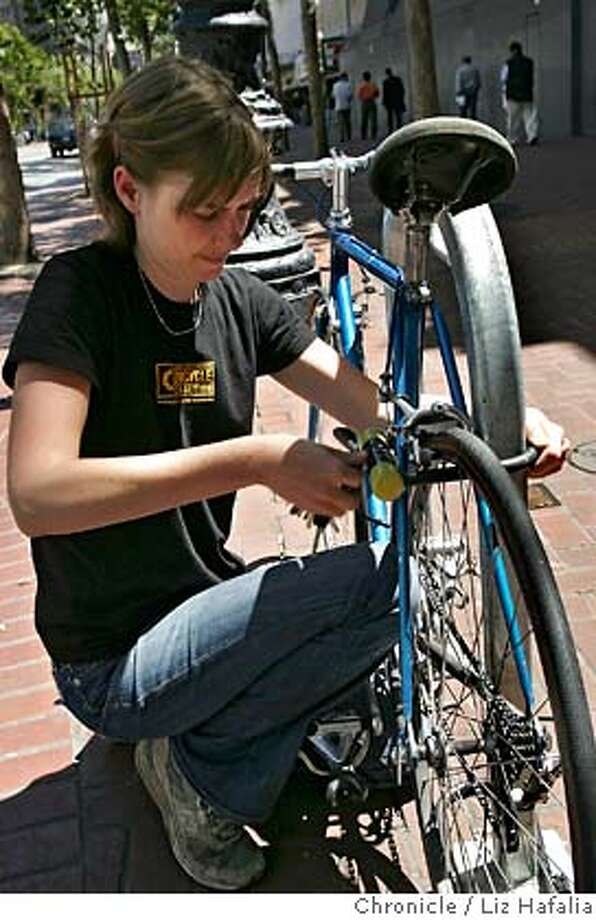 BIKETHEFT_LH_069.JPG Rachel Kraai from the San Francisco Bike Coalition, shows how to lock your bicycle. Photographed by Liz Hafalia/The Chronicle/San Francisco/6/25/07  **Rachel Kraai cq MANDATORY CREDIT FOR PHOTOGRAPHER AND SAN FRANCISCO CHRONICLE/NO SALES-MAGS OUT Photo: Liz Hafalia