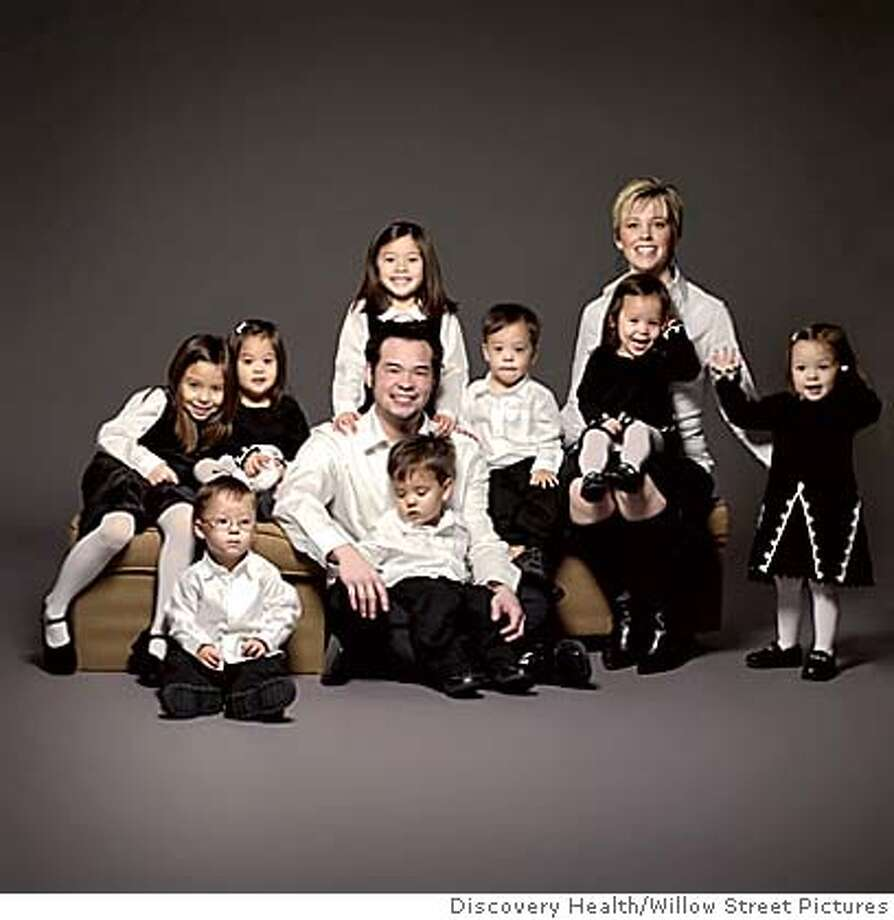 gosselin_sextuplets_family_photo_001.jpg (image/jpeg) 43K  courtesy Discovery Health/Willow Street Pictures The Gosselin Family: Eight is (way, way more than) enough