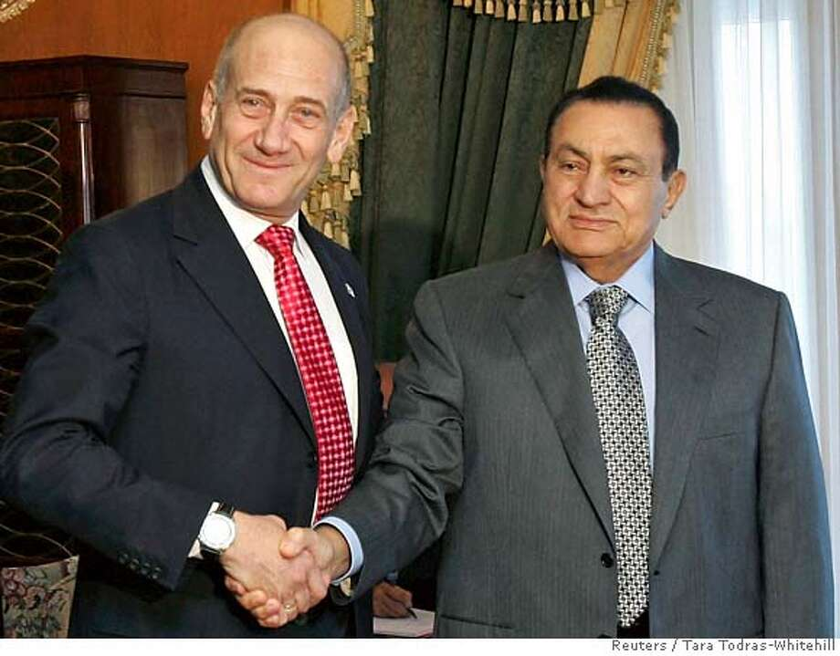 Israel's Prime Minister Ehud Olmert (L) shakes hands with Egyptian President Hosni Mubarak during their meeting in Sharm el-Sheikh June 25, 2007. Hamas militants in Gaza posted an audio tape of a captive Israeli soldier on the Internet on Monday, just hours before their rivals for power among the Palestinians were to hold a summit with Israel. As Palestinian President Mahmoud Abbas flew in to Egypt's Red Sea resort of Sharm el-Sheikh to meet Olmert, Sergeant Gilad Shalit was heard asking for medical treatment and urging Israel to free Palestinian prisoners. REUTERS/Tara Todras-Whitehill (EGYPT) Photo: TARA TODRAS-WHITEHILL
