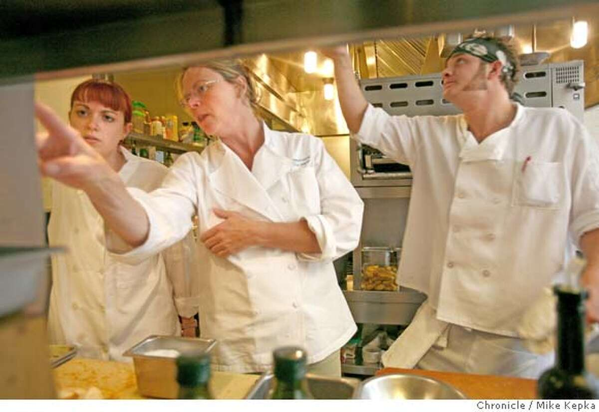 � womenchefs_pirie00208.JPG Before crowds show for the dinner rush, Gayle Pirie goes over the game plan with her cooks. - Pirie is the Executive Chef and owner of Foreign Cinema in San Francisco. 5/17/07. Mike Kepka / The Chronicle Gayle Pirie (cq) MANDATORY CREDIT FOR PHOTOG AND SF CHRONICLE/NO SALES-MAGS OUT