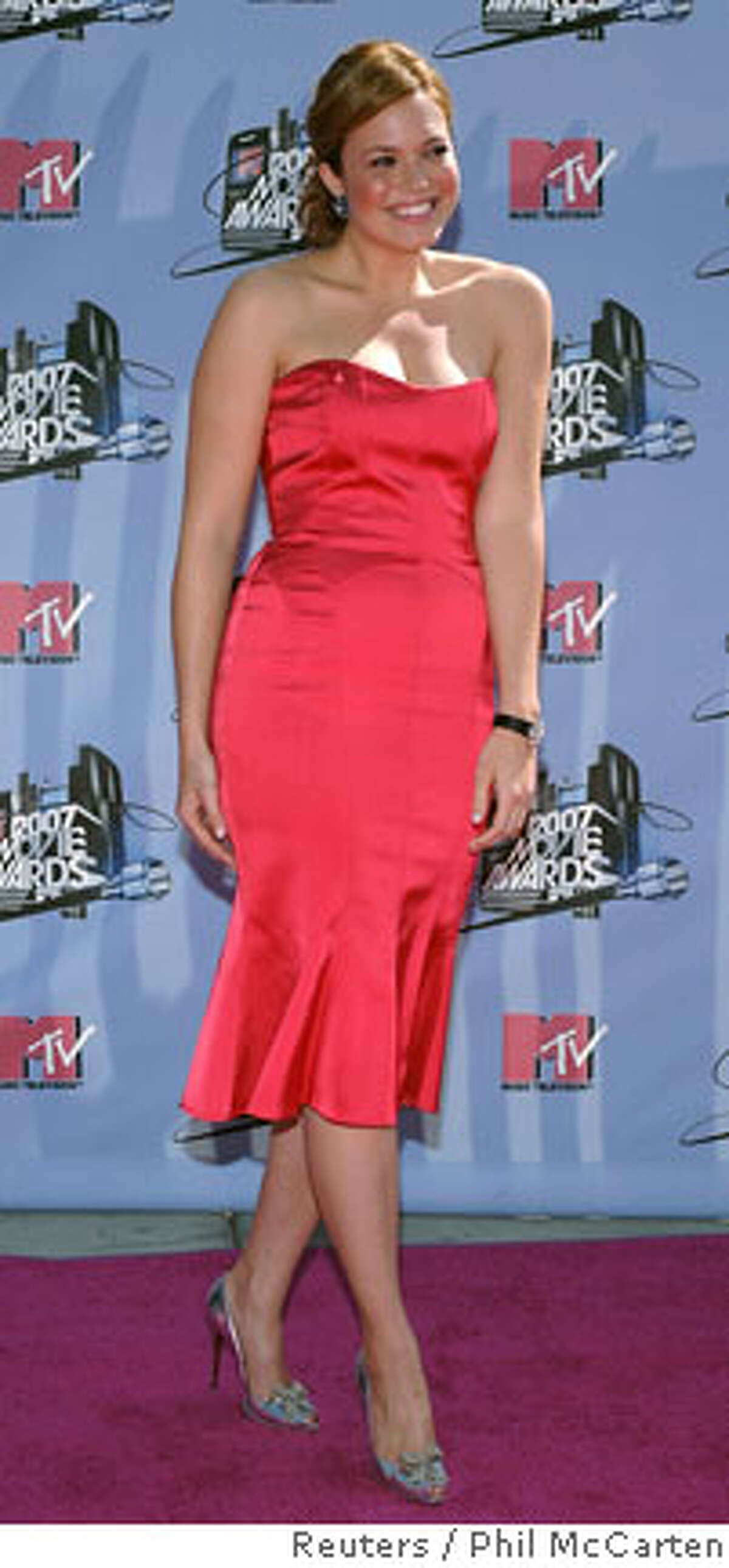 Singer Mandy Moore attends the 2007 MTV Movie Awards in Los Angeles, California June 3, 2007. REUTERS/Phil McCarten (UNITED STATES) Ran on: 06-24-2007 Pop singer and actress Mandy Moore at the MTV Movie Awards in Los Angeles on June 3.