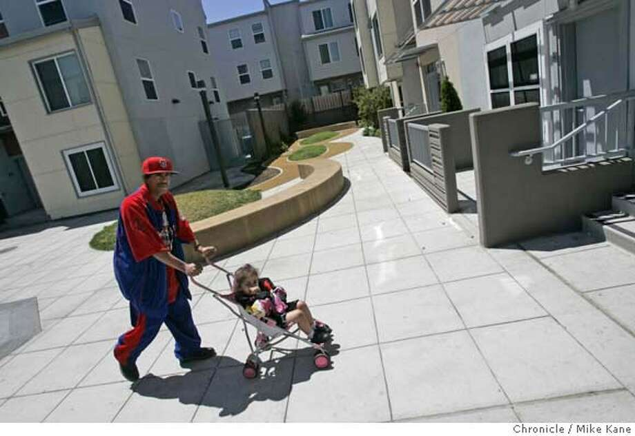 AFFORDABLEHOUSING24_050_MBK.JPG  Resident Eltro Nelson and 2-year-old daughter Jamie walk back to their home at Valencia Gardens, a recently redesigned affordable housing projects in San Francisco, CA, on Friday, June, 22, 2007. photo taken: 6/22/07  Mike Kane / The Chronicle *Eltro Nelson Jamie MANDATORY CREDIT FOR PHOTOG AND SF CHRONICLE/NO SALES-MAGS OUT Photo: MIKE KANE