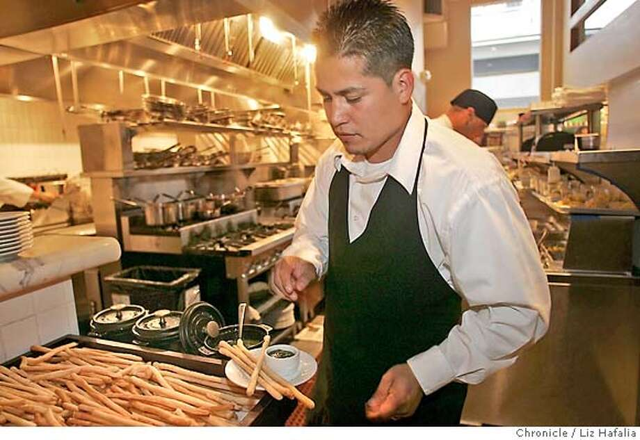 BREADSTICKS_PERBACCO_LH_157.JPG Jose Murillo serving breadsticks at Perbacco.  Photographed by Liz Hafalia/The Chronicle/San Francisco/6/13/07  **Jose Murillo cq MANDATORY CREDIT FOR PHOTOGRAPHER AND SAN FRANCISCO CHRONICLE/NO SALES-MAGS OUT Photo: Liz Hafalia