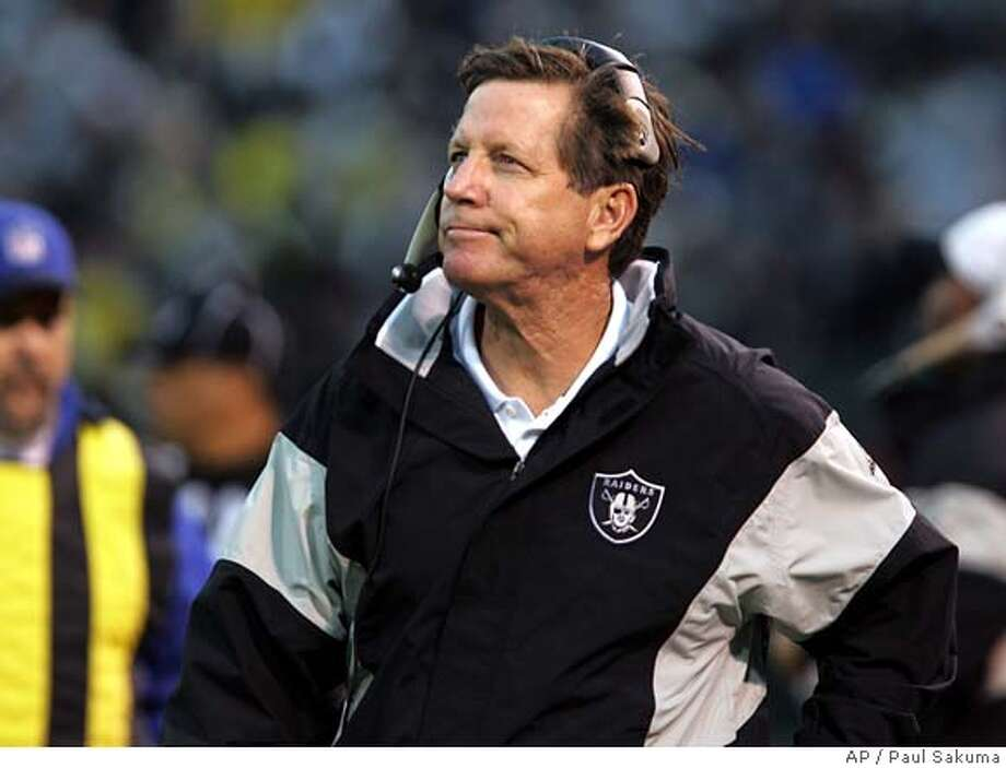 Oakland Raiders head coach Norv Turner watches the game in the final minutes of their 9-7 loss to the Cleveland Browns in their NFL football game, Sunday, Dec. 18, 2005, in Oakland, Calif. (AP Photo/Paul Sakuma) Photo: PAUL SAKUMA