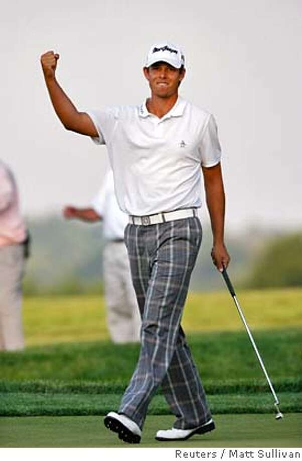 Aaron Baddeley of Australia celebrates after sinking a birdie putt on the 18th hole during third round play at the 2007 U.S. Open Championship golf tournament at Oakmont Country Club in Oakmont, Pennsylvania, June 16, 2007. REUTERS/Matt Sullivan (UNITED STATES) Photo: MATT SULLIVAN