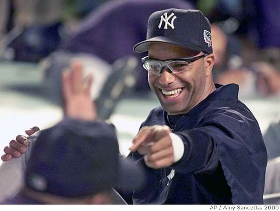 New York Yankees second baseman Jose Vizcaino reacts with teammates during warmups before Game 3 of the World Series against the New York Mets Tueday, Oct. 24, 2000, at Shea Stadium in New York. (AP Photo/Amy Sancetta ) DIGITAL IMAGE Photo: AMY SANCETTA