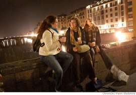 ALICIA_0180_PG.JPG  Brianna. Laura and Alicia enjoy a picnic dinner on the Ponte Vecchio, the oldest bridge which crosses the Arno river Event on 11/4/05 in Florence, Italy.  Alicia Parlette in Florence, Italy with her friends, Brianna Taylor and Laura Street.  Penni Gladstone / {San Francisco Chronicle} MANDATORY CREDIT FOR PHOTOG AND SF CHRONICLE/ -MAGS OUT