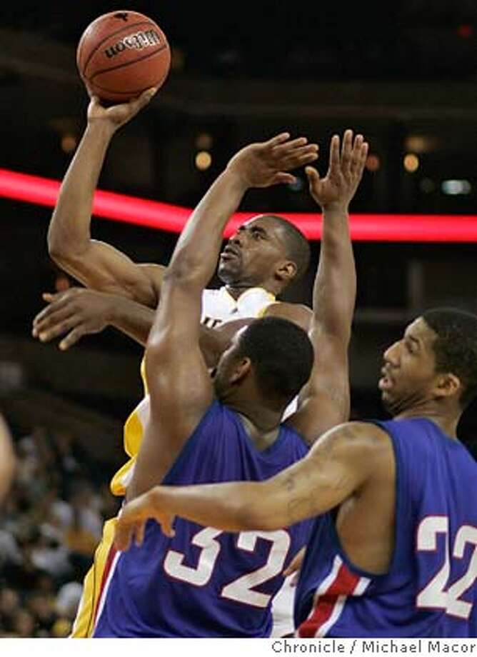 newell22_469_mac.jpg Cal's44- Leon Powe drives inside DePaul's 32- Lorenzo Thompson and 22- Wilson Chandler. The Pete Newel Challenge, College Basketball tournament. Game 2-Cal vs. DePaul.. Event in Oakland, Ca on 12/21/05. Photo by: Michael Macor / San Francisco Chronicle Mandatory Credit for Photographer and San Francisco Chronicle/ - Magazine Out Photo: Michael Macor