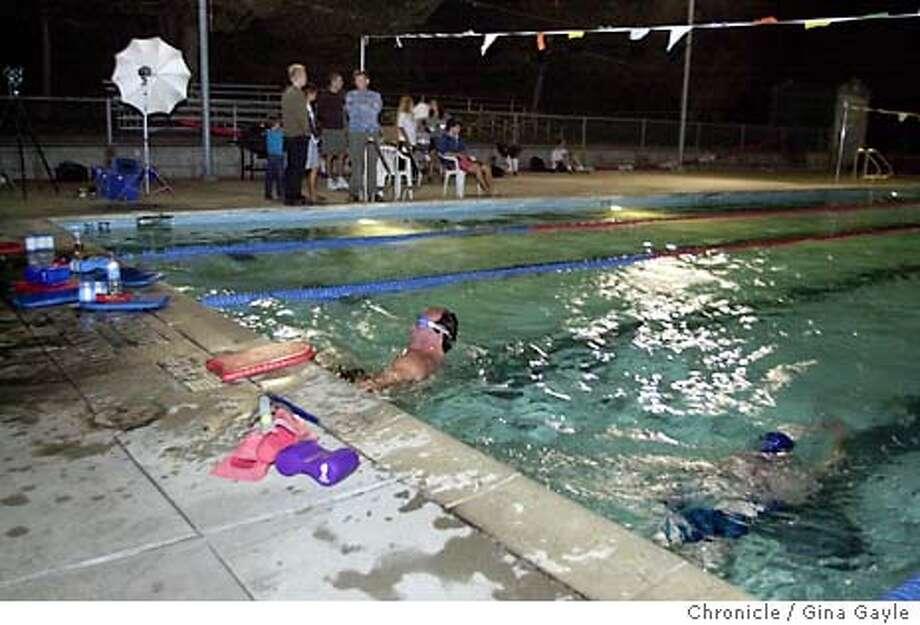 9/22/2003 | B/W | 3star | 2c x 21p5 | b5 | Metro | don6042 | Swim Photo: GINA GAYLE