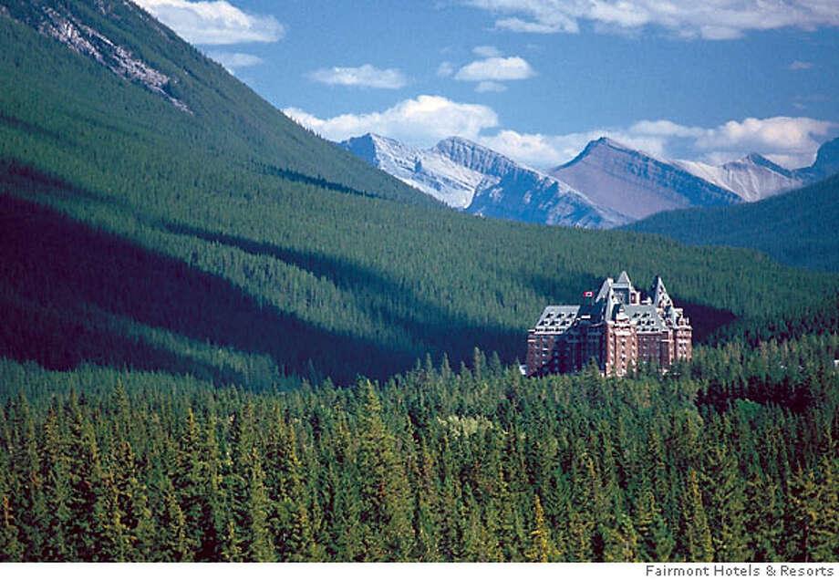 BANFF  Fairmont Banff Springs hotel, Photo: BANFF LAKE LOUISE TOURISM