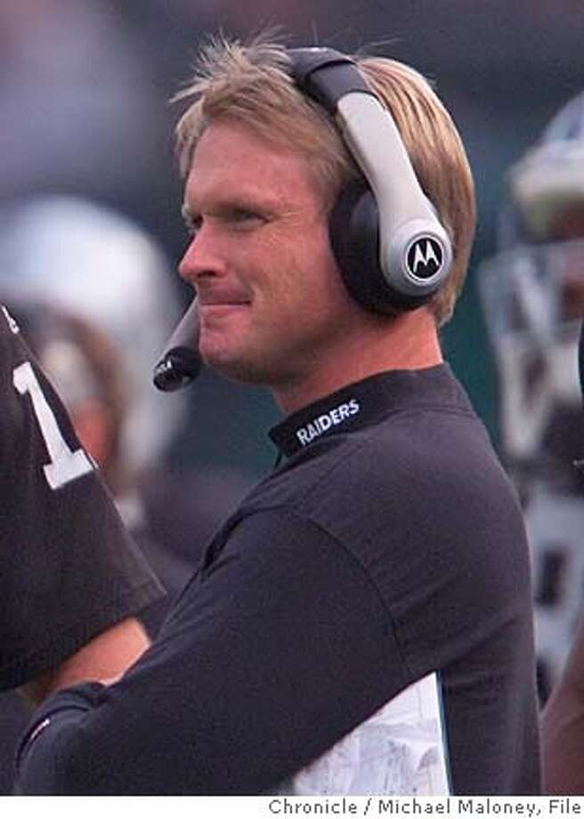 RAIDERS2-C-18NOV01-SP-MJM Raider QB Rich Gannon and head coach Jon Gruden during a home game against the Chargers. CHRONICLE PHOTO BY MICHAEL MALONEY Photo: MICHAEL MALONEY