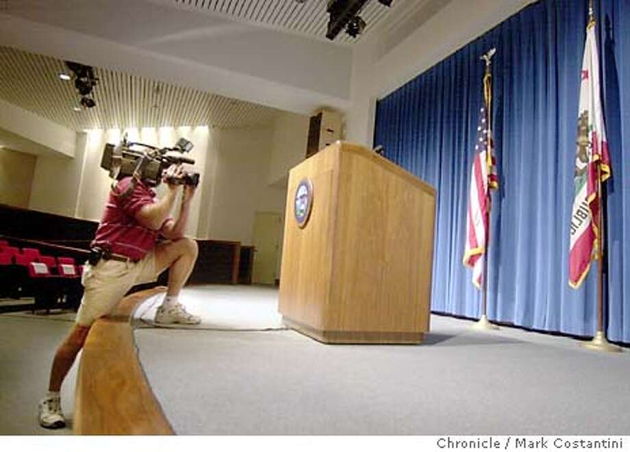 "podium_9/17/2003_B/W_3star_A-Section_a15_22p8 x 2.5""_cc 8403 Photo: MARK COSTANTINI"