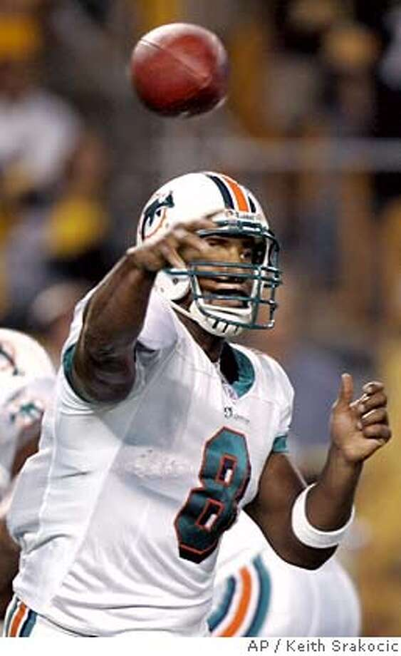 ** FILE ** Miami Dolphins quarterback Daunte Culpepper throws a pass in the first quarter of their 28-17 loss to the Pittsburgh Steelers in a football game in Pittsburgh, in this Sept. 7, 2006 file photo. (AP Photo/Keith Srakocic) Photo: KEITH SRAKOCIC