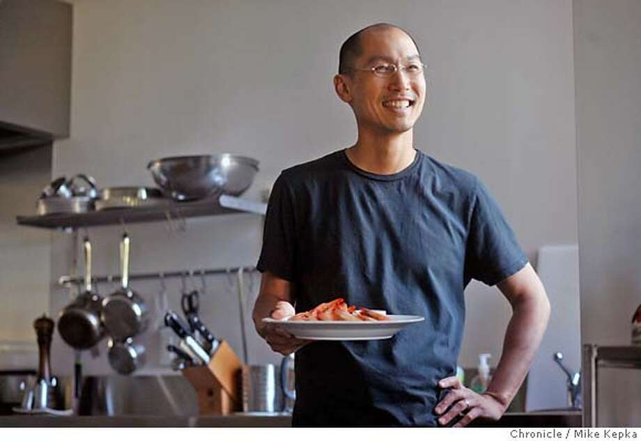chef3000168_mk.JPG Chef Larry Tse Chef and owner of The House in San Francisco prepares a dish of prawns with a Thai Chili and soy dipping sauce at his home for the Chronicle.  4/24/07.  Mike Kepka / The Chronicle Larry Tse (cq) the source MANDATORY CREDIT FOR PHOTOG AND SF CHRONICLE/NO SALES-MAGS OUT Photo: Mike Kepka