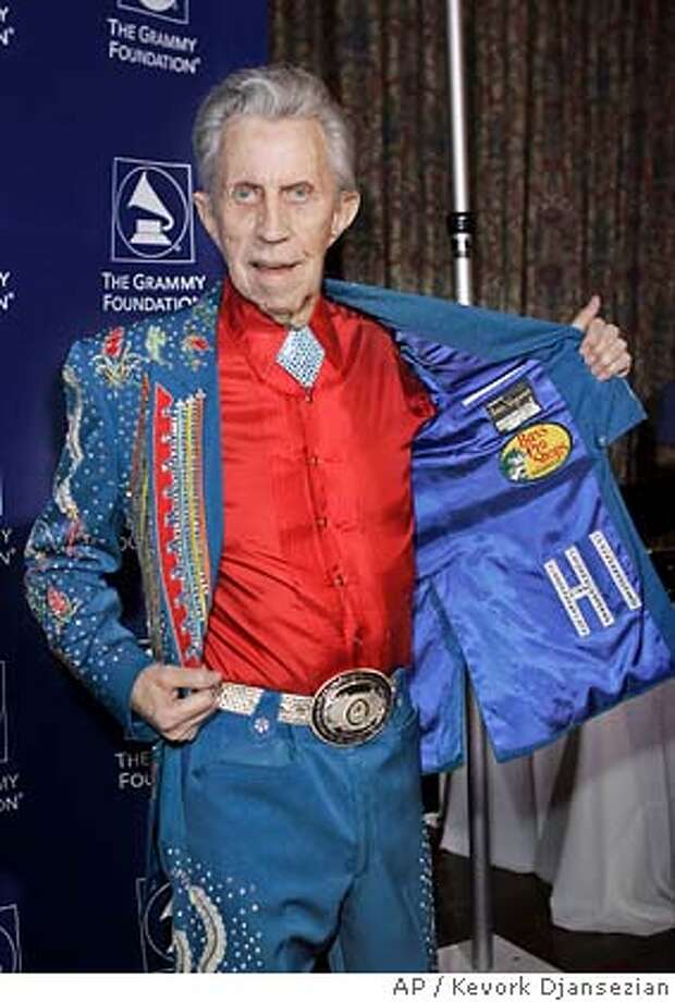 """Country singer Porter Wagoner shows off his jacket after arriving to the Grammy Foundation's 9th Annual Music Preservation Project """"The Soul Country"""" event celebrating the history of country music at Wilshire Ebell Theater in Los Angeles Thursday, Feb. 8, 2007. (AP Photo/Kevork Djansezian) Photo: Kevork Djansezian"""