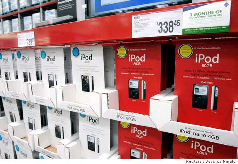 REFILE - ADDING THIRD SENTENCE  iPods are seen for sale in Sam's Club during a media tour of the Sam's Club store in Bentonville, Arkansas May 31, 2007. Sam's Club is a subsidiary of Wal-Mart. Wal-Mart will hold its AGM in Fayetteville, Arkansas on Friday. REUTERS/Jessica Rinaldi (UNITED STATES) 0 Photo: JESSICA RINALDI