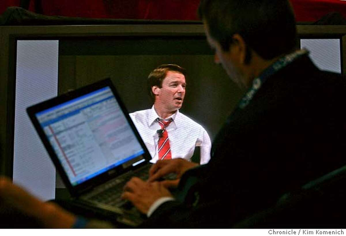 EDWARDS_138_KK.JPG In the press section at the back of the room,, a reporter takes notes as Presidential candidate John Edwards holds a town hall meeting at the Google campus in Mountain View Wednesday. Photo by Kim Komenich/The Chronicle �2007, San Francisco Chronicle/ Kim Komenich MANDATORY CREDIT FOR PHOTOG AND SAN FRANCISCO CHRONICLE. NO SALES- MAGS OUT.