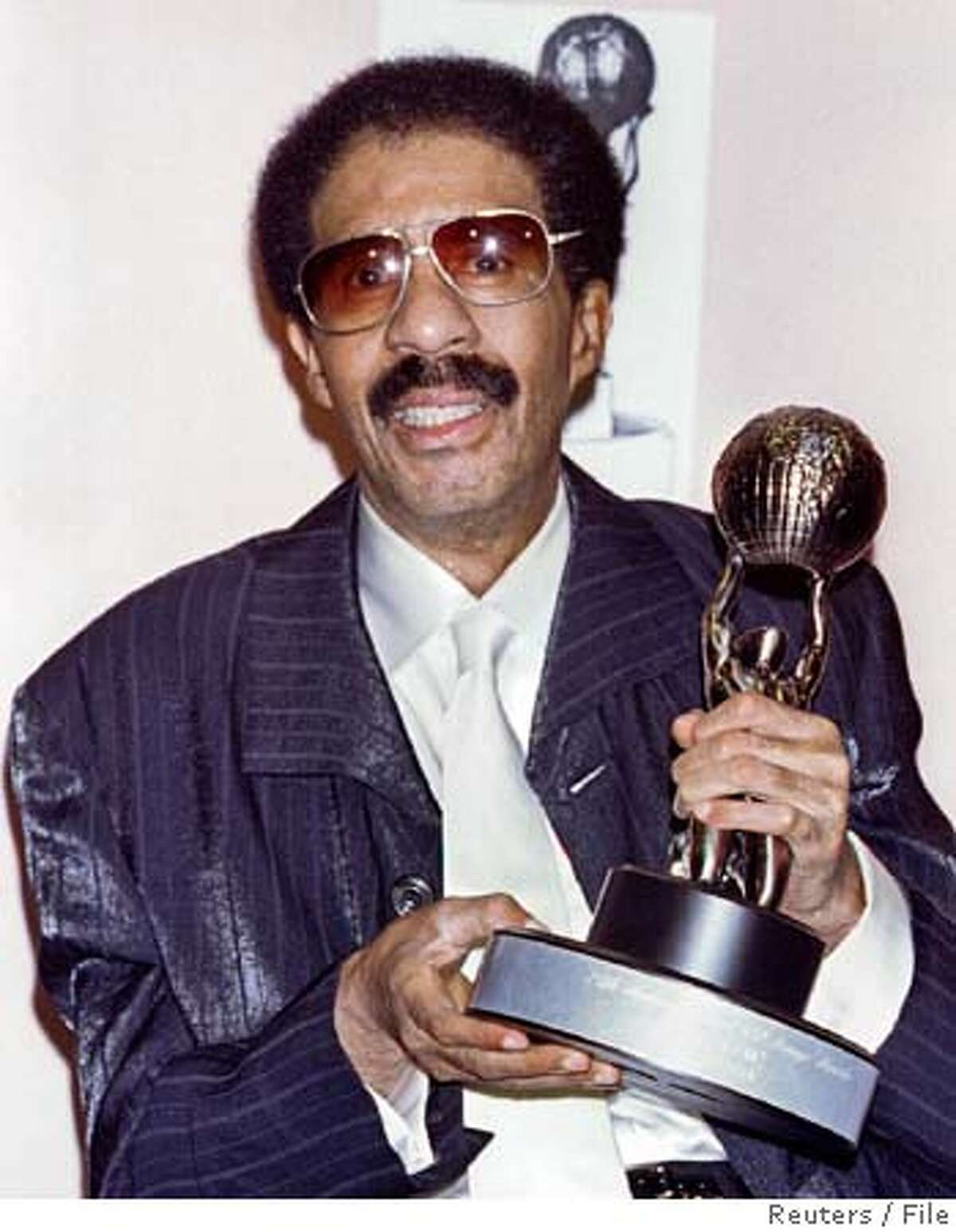 U.S. comedian Richard Pryor holds the Hall of Fame award he received at the 27th National Association for the Advancement of Coloured People's Image Awards in this April 7, 1996 file photo. Pryor has died on December 10, 2005 at age 65 after a long illness, his wife Jennifer Pryor said in a telephone interview with CNN. REUTERS/Files