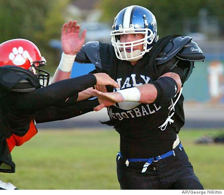 For NBFOOTBALL, Friday ; Analy High School star football player Greyson Gunheim plays four-way scrimmage with Santa Rosa High School at Analy High School, Friday Sept. 5, 2003 in Sebastopol, Calif. (AP Photo/George Nikitin) ; on 9/8/03 in SEBASTOPOL. George Nikitin / AP Photo: George Nikitin
