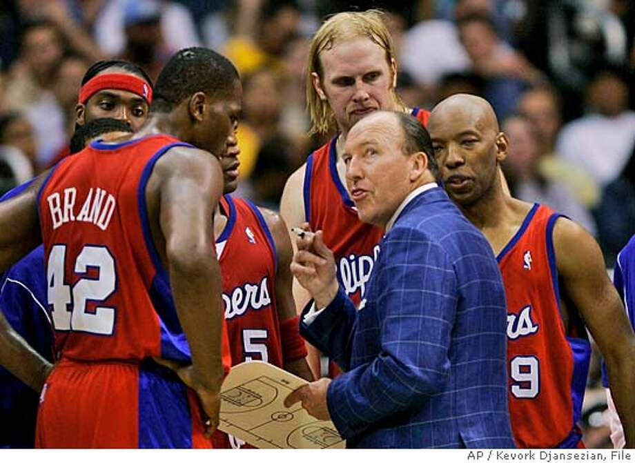 ** ADVANCE FOR DEC. 10-11** ** FILE ** Clippers coach Mike Dunleavy, second from right, confers with the team during a game against the Lakers in Los Angeles file photo from, Nov. 18, 2005. Dunleavy could become part of a very small group of coaches who have led the Los Angeles Clippers to the postseason. (AP Photo/Kevork Djansezian,File) ** ADVANCE FOR DEC. 10-11** FILE PHOTO FROM NOV. 18, 2005 Photo: KEVORK DJANSEZIAN