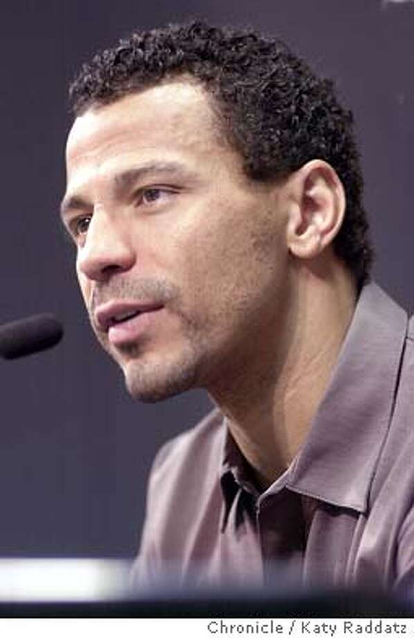 RAIDERSb-C-30APR02-SP-RAD  PHOTO BY KATY RADDATZ--THE CHRONICLE  Press conference to introduce veteran defensive back Rod Woodson. Here he is, comely as can be.  ALSO RAN 01/19/03 Photo: KATY RADDATZ