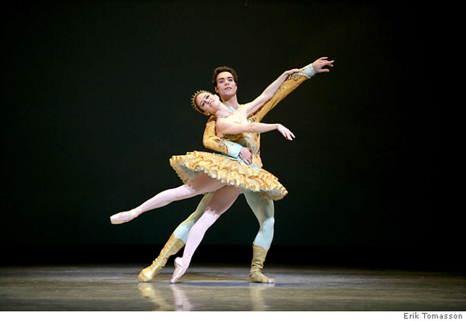 Tina LeBlanc and Gonzalo Garcia  in Tomasson's Nutcracker. Credit: � Erik Tomasson Photo: Erik Tomasson